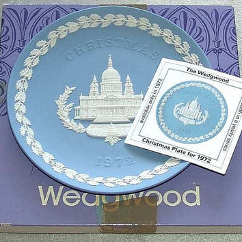 "vintage Wedgwood Blue Jasper Ware 1972 Christmas 8 1/8"" diameter Plate white bas relief of St Pauls Cathedral in Original Box (ref: 3196)"
