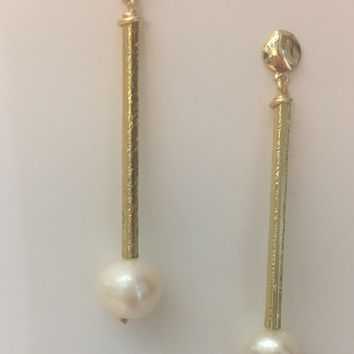 Teresa Verlengieri - Mother Pearl Long Earrings