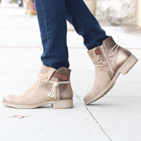 Corky's: Tie Bronze Distressed Boot {Natural}