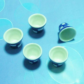 Miniature flower pot 5 pcs. white blue plaid ceramic -Miniature pot -garden tools -Dollhouse decorations - Dollhouse miniatures