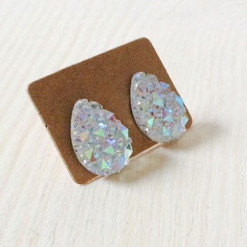 Gorgeous crystal clear iridescent drop earrings