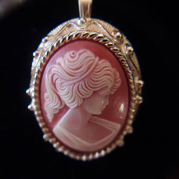 Vintage Sarah Coventry Cameo Pin Pendant Retro Brooch Designer Signed Costume Jewelry Romantic Feminine Fashion Accessories For Her