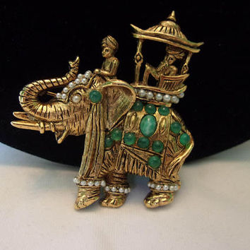 HATTIE CARNEGIE Vintage Royal Maharajah King with Elephant Brooch Rhinestone Jade Glass Figural Pin