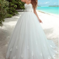 [179.99] Chic Tulle Sweetheart Neckline Ball Gown Wedding Dresses With Lace Appliques - dressilyme.com