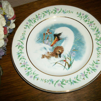 Avon Gentle Moments Plate Porcelain Wall Hanging Mother Swan and Baby Cygnet by Enoch Wedgwood Vintage 1975 Mother's Day Giftware