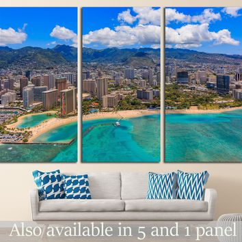 Aerial view of Waikiki Beach in Honolulu Hawaii from a helicopter №1754