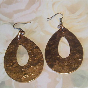 Handhammered copper earrings, unique earrings make a statement