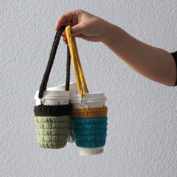 Knitted cup cozy Hands-free carrying coffee cozy. Starbucks cup sleeve Travel mug cozy. Pistachio dark brown. Eco-friendly