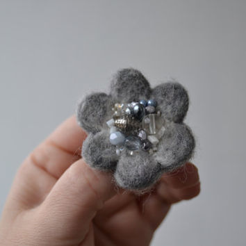 Little Needle Felted Brooch Gray Wool Felt Flower, Small Felt Flower Pin, Grey Flower Brooch, Felted Flower,Corsage Brooch,Woolen Brooch