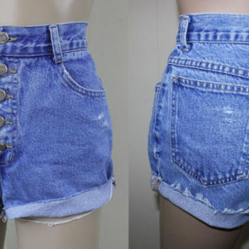 ViNtAgE 80s high waisted denim // CUTOFF SHORTS button fly distressed fringe shorts // c1010