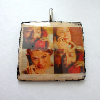 Altered Art Photo Transfer Pendant - Lost Pendant, Necklace, jewelry, TV, Desmond, Penny, Des, Pen, Love, Amore, Scene (Large)