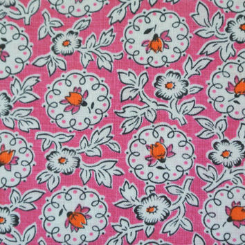 Vintage 1940s printed quilt fabric in highquality unused cotton with small orange/pink/black flower pattern on pink bottomcolor