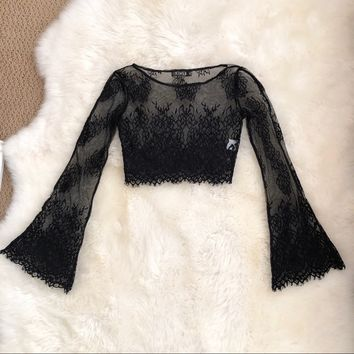🖤 NWOT Black Lace Crop Top w/ Bell Sleeves