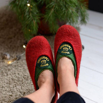 Christmas slippers- felt slippers- home wool slippers- red and green slippers- woolen slippers- slippers with decor- warm woman slippers