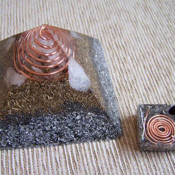 Pyramid and Square Pendant Orgone - EMF protection - Healing energy - Positive Energy