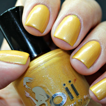 10 karat gold kisses - Boii Nail polish