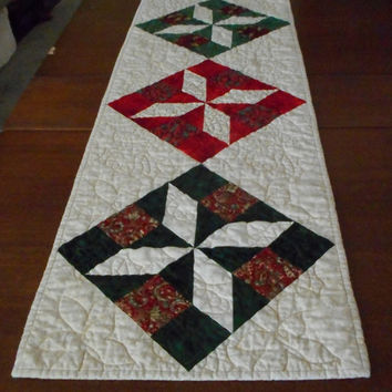 Red Green Christmas Table Runner, Holiday Quilted Table Topper, Christmas fabric runner, holiday kitchen dining decor, red green gold holly