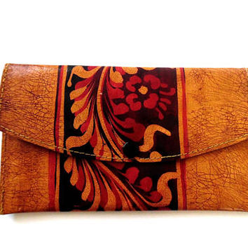 Tan faux leather purse / red / brown / painted flower print / vintage / 1970s / boho / summer / gift / zip / popper / faux leather wallet