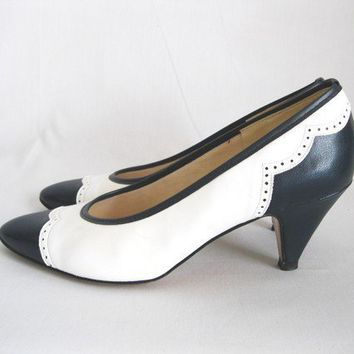 Vintage 1960s Spectator Shoes by gogovintage on Etsy