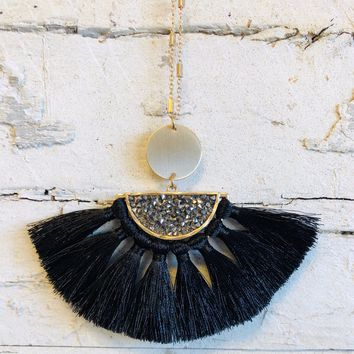 Stand Out Tassel Necklace: Black