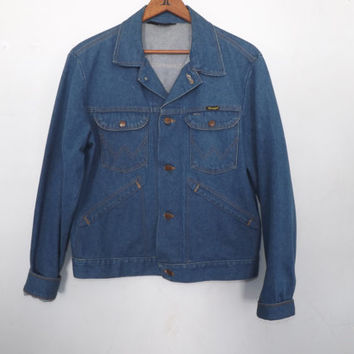 Vintage Retro 1970s 80s Mens Wrangler No Fault Denim Jacket Blue Denim Country Western Cotton Coat Small Rustic Trucker Cut Unisex Hipster