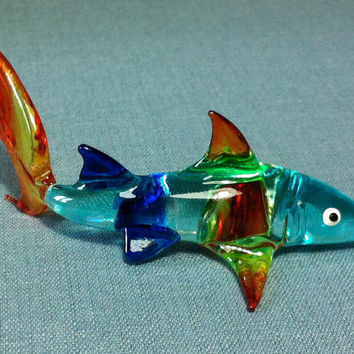 Hand Blown Glass Baby White Shark Fish Sea Tiny Animal Cute Blue Red Yellow Figurine Statue Decoration Collectible Small Craft Hand Painted