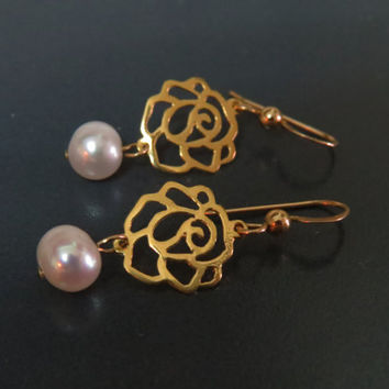 Gold rose earrings, White pearl dangle earring, Gold pearl earrings, Romatic earrings, Simple gold pearl jewelry