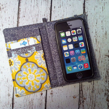 iPhone 3, 4, 4S, 5, iPod Touch 4G, 5 wallet with removable gel case - yellow and gray medallion print