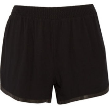 Alice + Olivia Leather-trimmed crepe shorts – 50% at THE OUTNET.COM