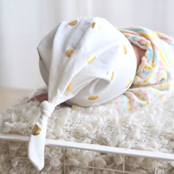 Gold dots baby hat. Cream color with gold dots. Soft stretchy knit. Newborn hat photo prop. Adjustable. Lippybrand