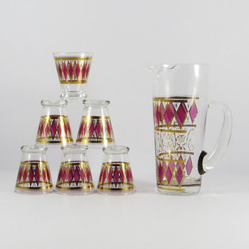 Vintage Mid-Century Hollywood Regency West Virginia Glass Diamond Pink and Gold Martini pitcher and six glasses, cocktail set