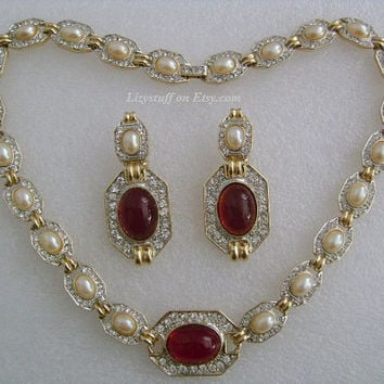 DONALD STANNARD Hollywood Glam GoldPlated With Large Oval Shaped Simulated Rubies Baroque Pearls&Pave Rhinestones Cocktail Necklace Earrings