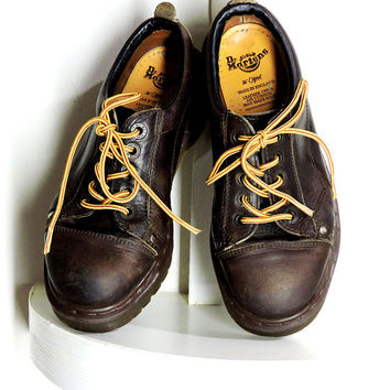 Dr Martens / size 7.5 / originals made in England / vintage Doc Martens chunky oxfords / Dr Martens grunge platform shoes