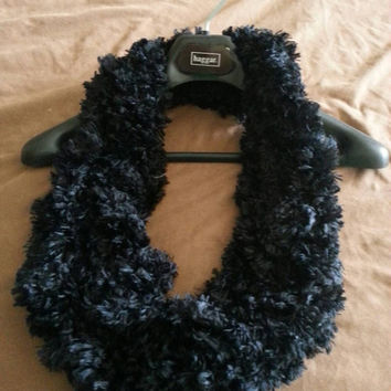 Black Arm knitted scarf, infinity faux fur cowl, black fur scarf, knit scarf, chunky scarf, Bulky arm knit scarf, faux fur cowl, arm-knitted