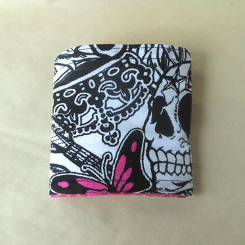 Skull koozie, Tattoo pattern bottle cozy, insulated, fabric drink coozie