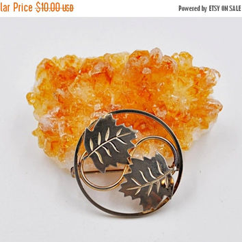ON SALE Vintage 12K Gold Filled Leaf Brooch, Leaves Brooch Pin, Maple, Circle Brooch, Round, Openwork, Chased, Fall, Autumn, Pretty! #k023