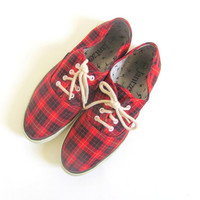 20% OFF SALE / vintage red plaid tennis shoes. lace up deck shoes. preppy shoes. size 8