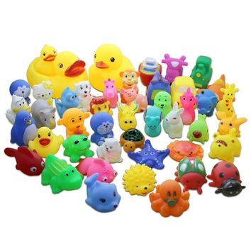 13Pcs/lot Cute Mixed Random Animals Soft Rubber Float Squeeze Sound Squeaky Bathing Toys Baby Water Spraying Tool Bath Toy