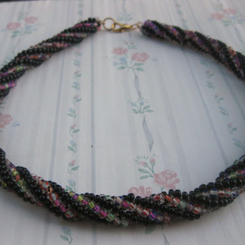 Spiral rope necklace.