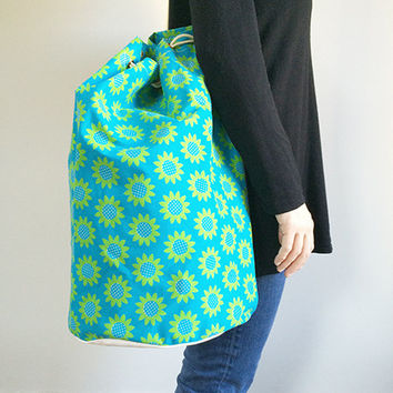 60s Bucket Bag -- Mod Floral Drawstring Bag -- Oversized Bag -- Flower Power Canvas Duffle Bag -- Turquoise & Green Daisy Print