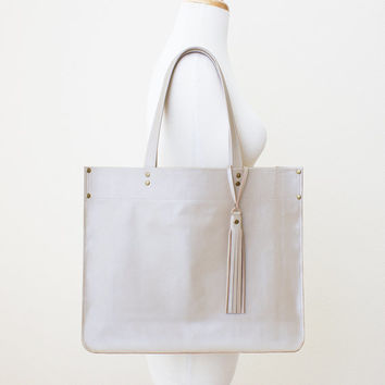Large Pearlized Taupe Leather Tote with Tassel, Large Beige Everyday Leather Shoulder Bag, Minimal Leather Tote, Large Taupe Leather Shopper