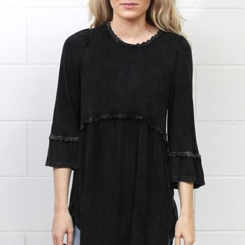 Back Zip 3/4 Sleeve Babydoll Tunic {Black}