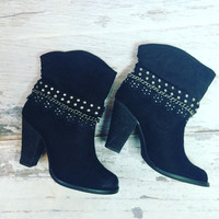 DOWNTOWN BOOTIES IN BLACK