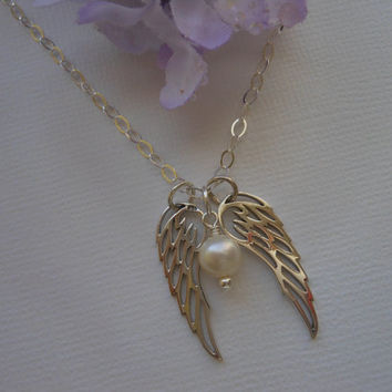Angel Wing Necklace, Two Angel Wings and Pearl, Spiritual Jewelry, Gifts for Best Friends, Mothers Day Gift, Sister Jewelry, Silver Wing