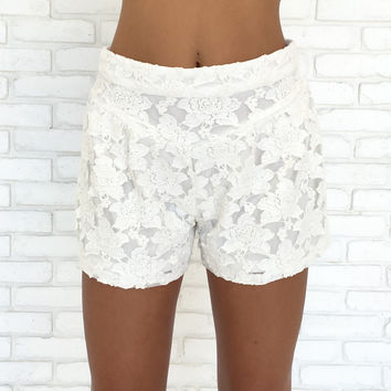 Emmie Lace Shorts In Ivory