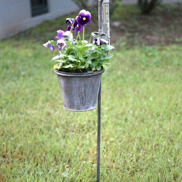 Decorative Tall Rustic Weathered Spade & Planter 5 inch Rain Gauge Garden Stake