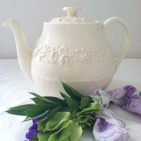 Mid Century Wedgewood and Barlaston of Etruria Embossed Queen's Ware Made in England Tea Pot - Ca. 1950's