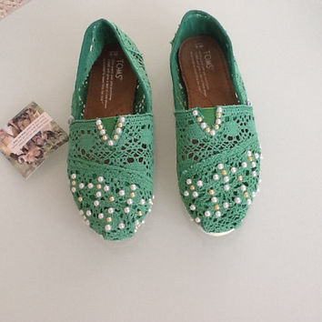 Crochet/Pearl toms shoes by IFashion1 on Etsy
