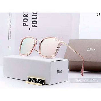 Dior Tide brand men and women models driving polarized UV protection sunglasses #5