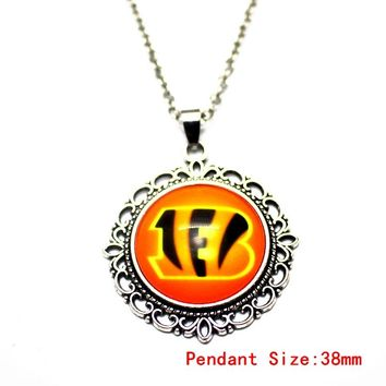 1pcs 20 Inch Chains Necklaces Cincinnati Football Sports Bengals Pattern Glass Pendant Necklace For Women Long Necklace Jewelry